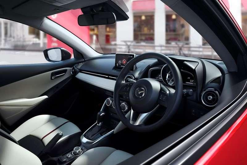 2015-Mazda2-Demio-17
