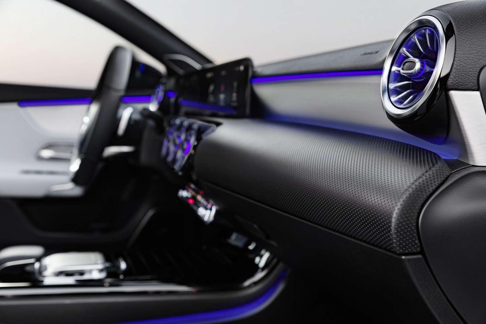 Новый Mercedes-Benz A-класса: руль отS-класса ипланшет вместо приборов— фото 819424