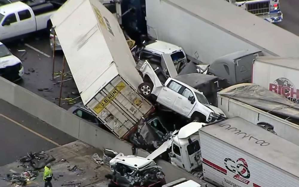 Авария на100 машин— видео последствий