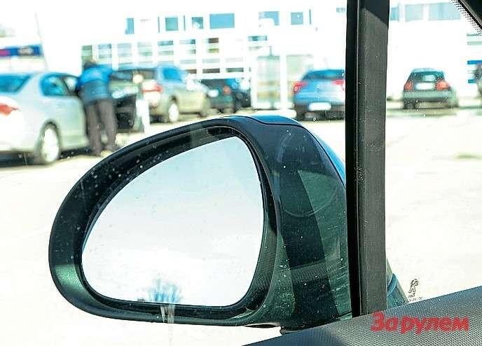 Отнесенные далеко назад зеркала неудобны— приходится отворачиваться отдороги. Или зарабатывать косоглазие.