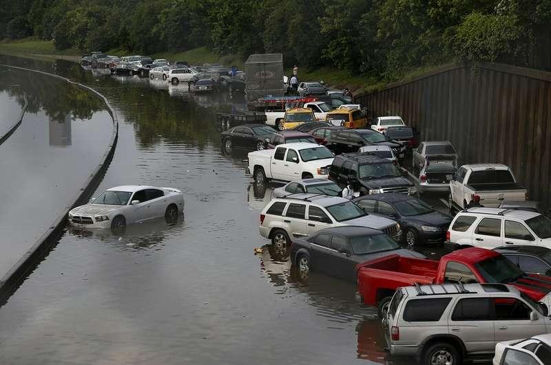 Автомобили после наводнения вТехасе