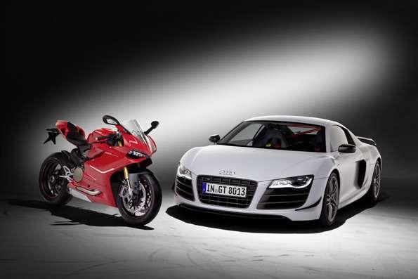 Ducati 1199 Panigale Sund Audi R8GT