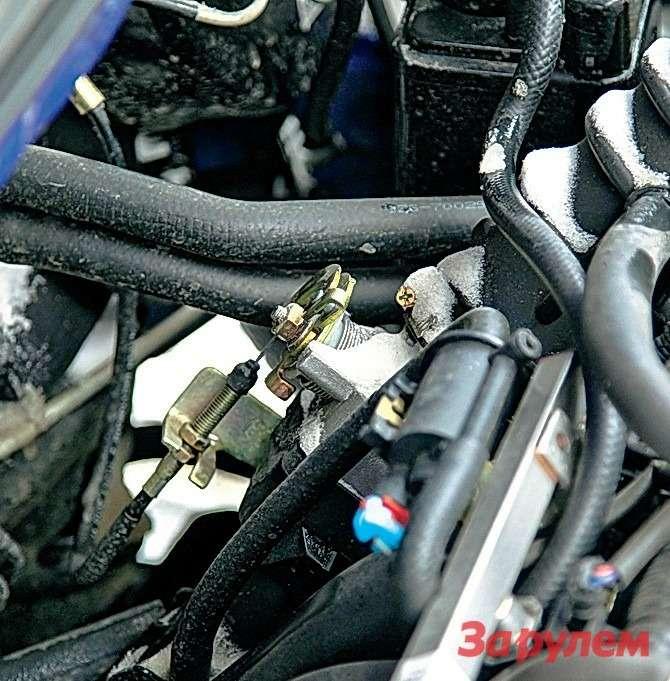 Подкапотное пространство «Солано» плохо защищено отснега. Вот одна изпричин, покоторым замерзает трос газа.