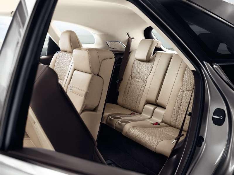Удлиненный Lexus RXоценили вРоссии дешевле стандартного