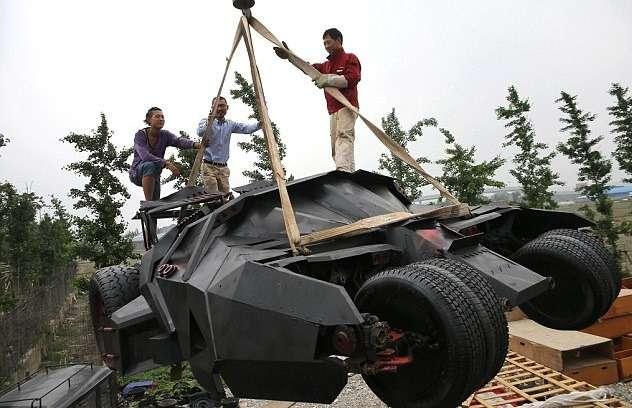 Китайцы сделали изметаллолома копию бэт-мобиля