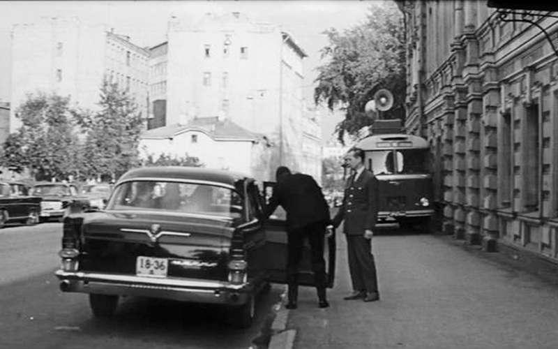 Крылья Советов: догоняем Америку наЧайке ГАЗ-13