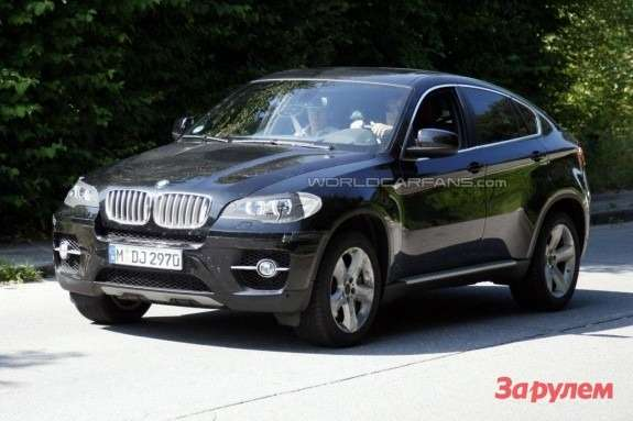Facelifted BMW X6side-front view