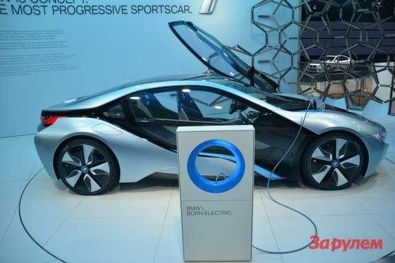 BMWi8side view