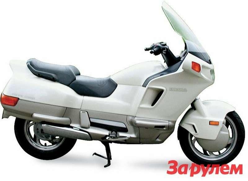 Honda PC800 Pacific Coast настолько поразила публику, что ееокрестили «гипертрофированным скутером».