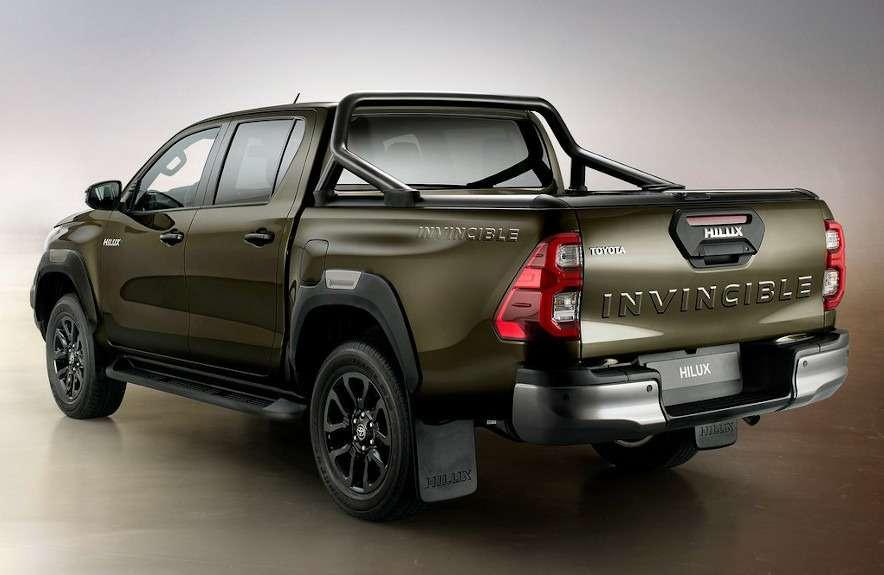 Обновления Toyota Hilux: другой двигатель ирешетка— фото 1138117