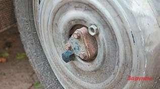 ...а внешне машину 4х4 легко отличить потреугольным крышкам ступиц