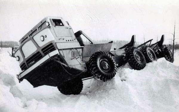 Уникальный четырехосный грузовик ЯГ‑12: символ мощи Советов