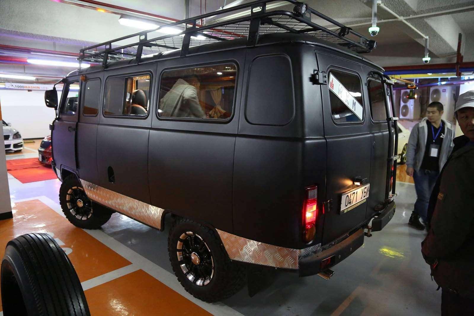 «Буханка» напрокачку: вМонголии «уазики» превращают влюксовые авто— фото 860209