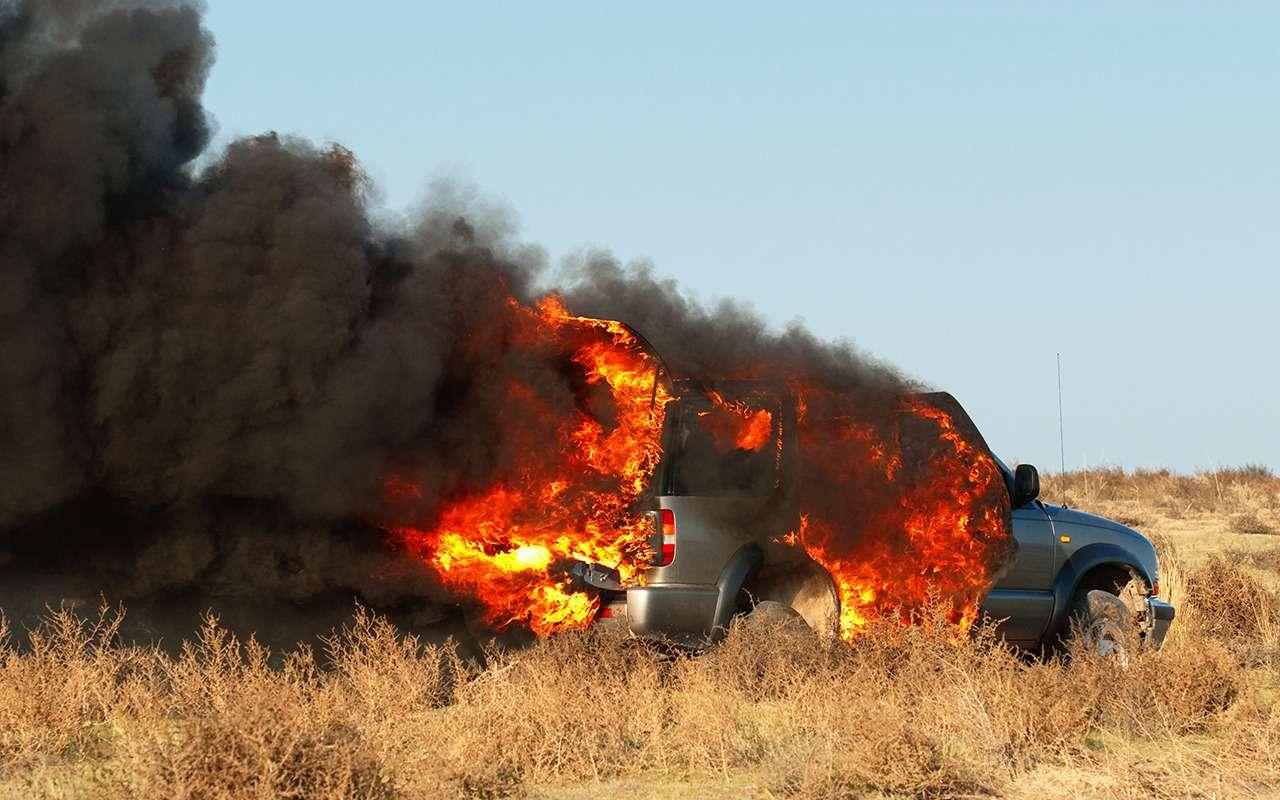 20причин, почему машина может загореться— фото 911444