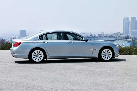 BMW7ActiveHybrid side view