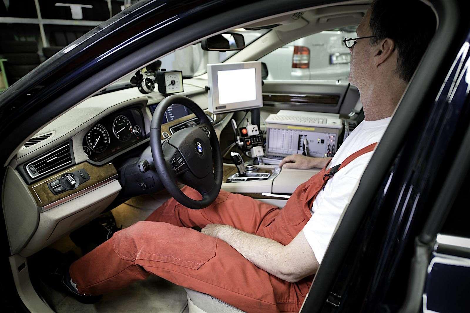 Что нужно знать при замене тормозных колодок автомобиля: советы эксперта «Зарулем»— фото 577186