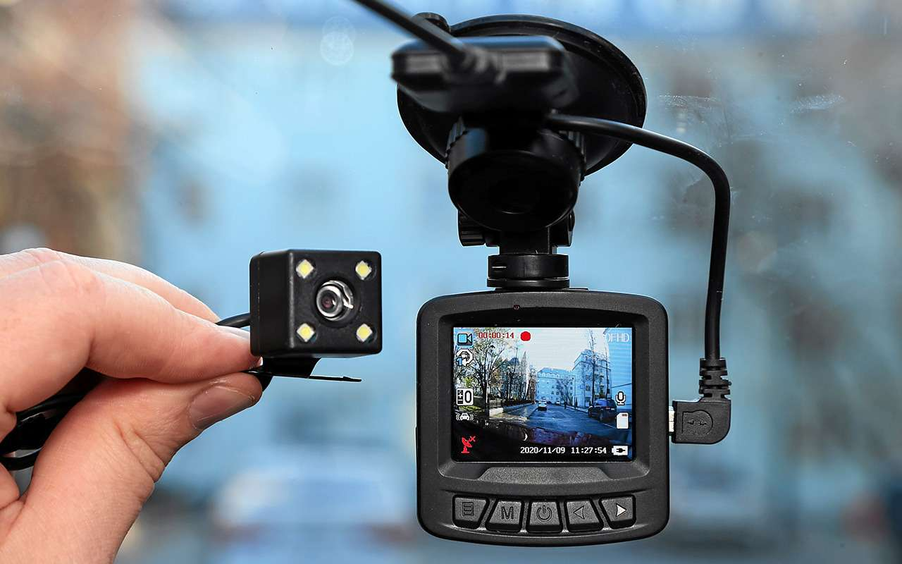 8 видеорегистраторов: содной исдвумя камерами— какой лучше?— фото 1210544