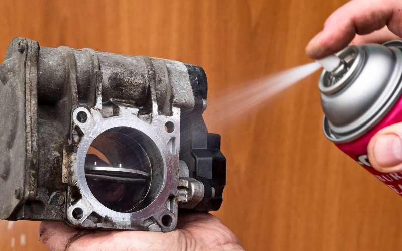 Промываем топливные форсунки: мытьем икатаньем