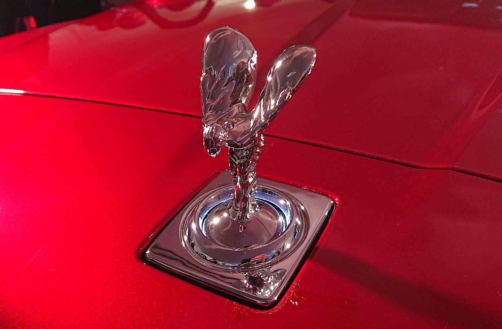 Кто дороже? Rolls-Royce привез вРоссию кроссовер за25миллионов— фото 874774