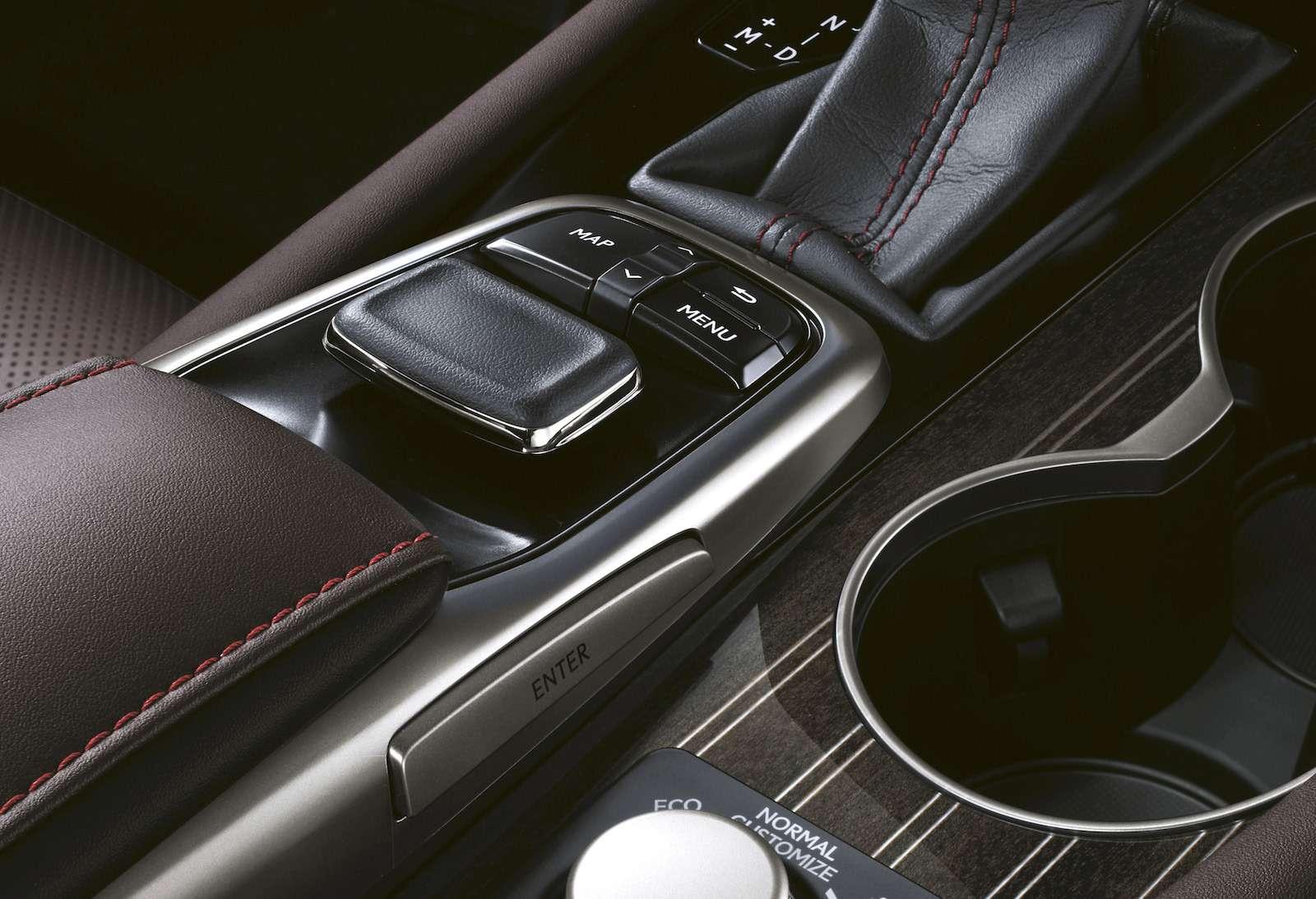 Тест-драйв Lexus RX350L AWD: когда «L»— вовсе не«Long»— фото 915750