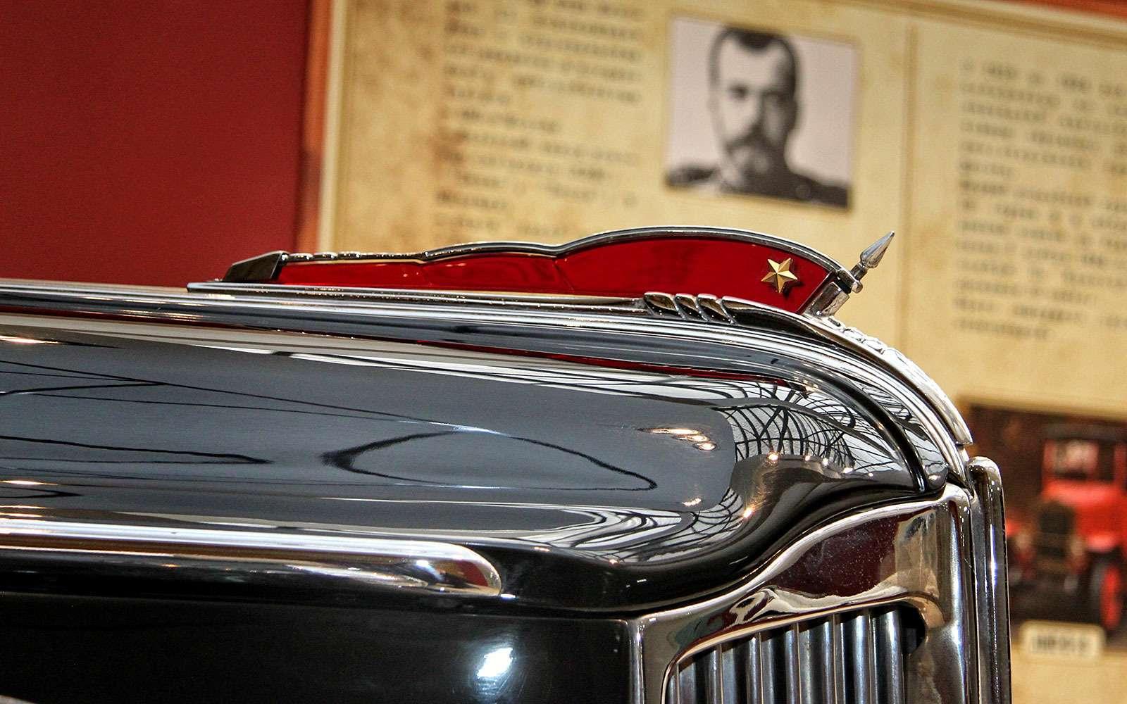 Выставка автомобилей ЗИЛ вСокольниках