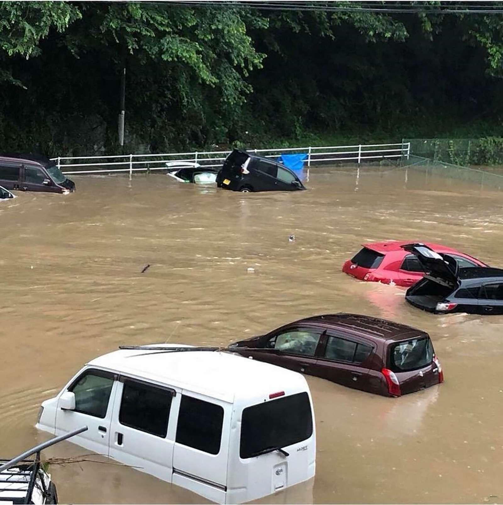 Наводнение вЯпонии: тысячи утопленных машин. Ждем ихвРоссии?— фото 886646