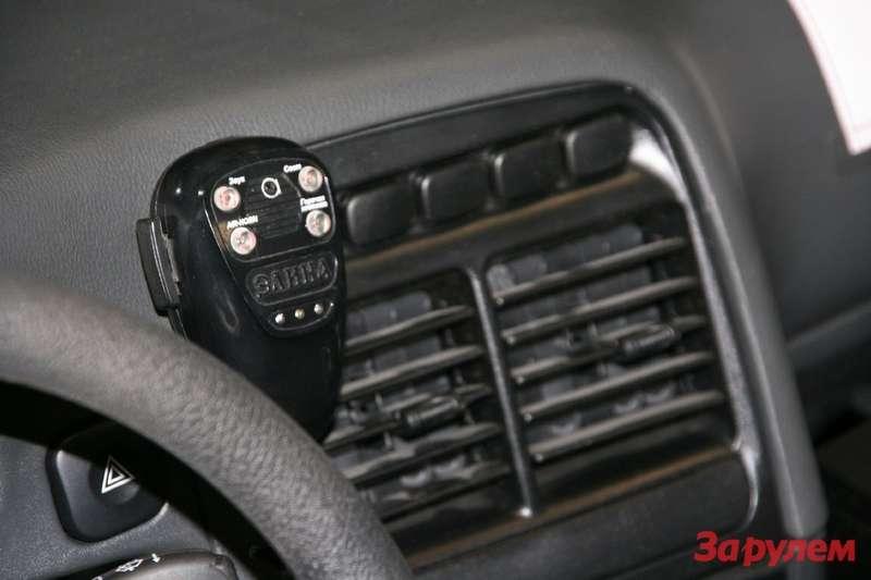 5.Такой микрофон скнопками управления сигнальным громкоговорящим устройством (СГУ) знаком большинству водителей спецавтомобилей. Записавшись натренажерные курсы, можно научиться грамотно импользоваться.