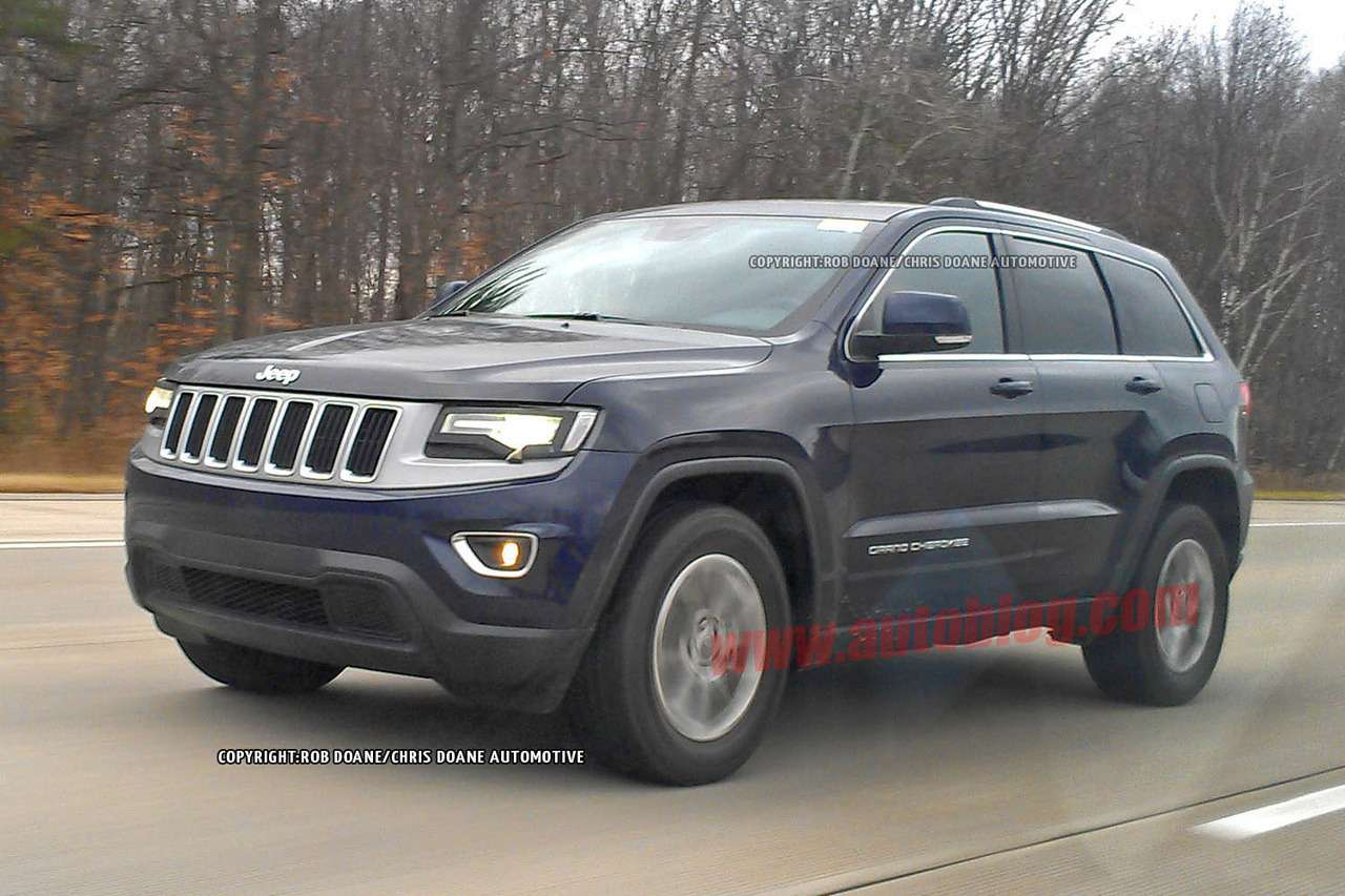 Facelifted Jeep Grand Cherokee test prototype side-front view 2_no_copyright