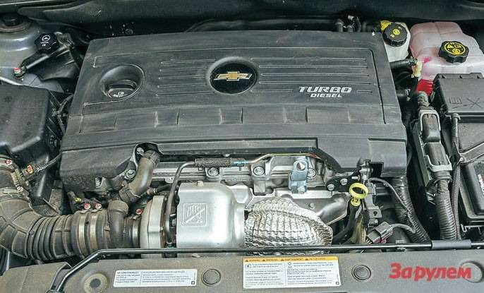 Шильдик TURBO DIESEL накожухе двигателя— пожалуй, единственная внешняя опознавательная черта дизельного «Орландо».