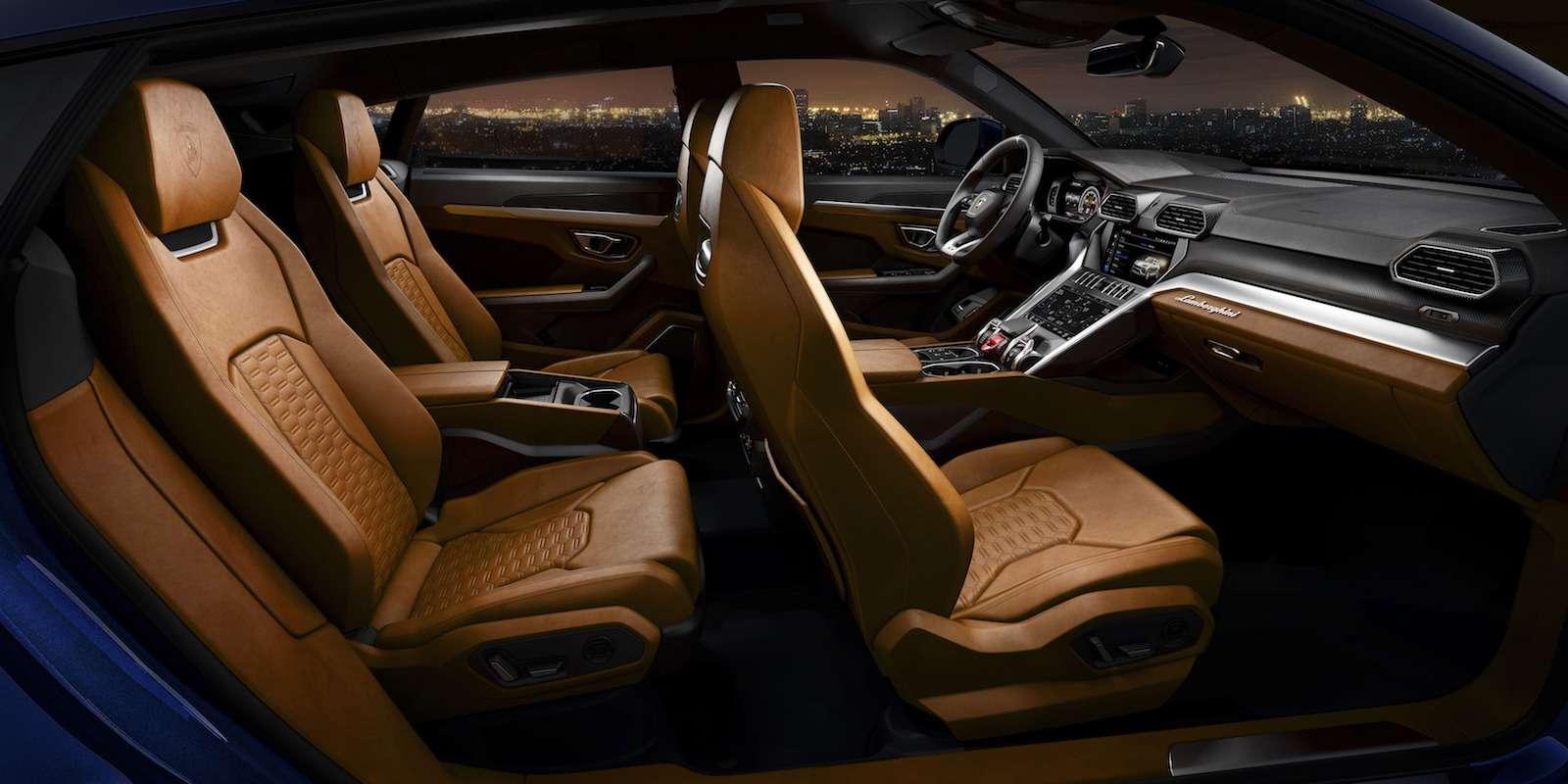 Lamborghini привезла вРоссию автомобиль, который небоится «лежачих полицейских»— фото 845500