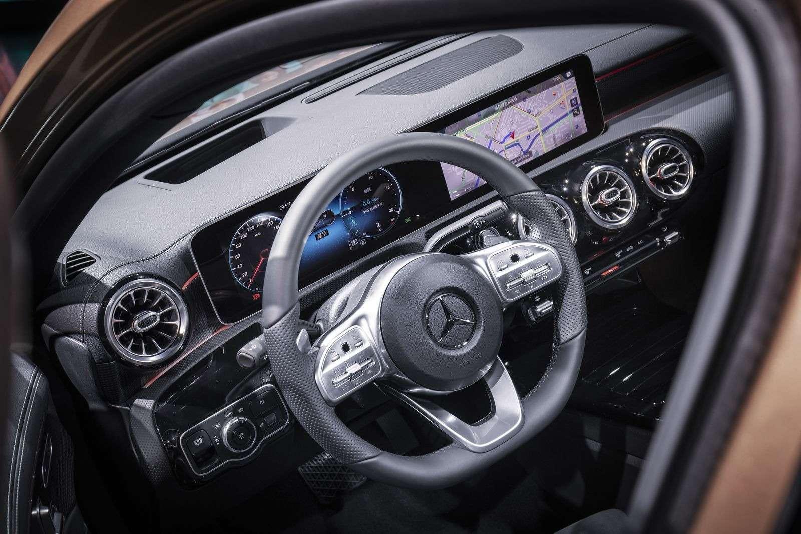 Mercedes-Benz A-класса растянули доразмеров Камри!— фото 865729