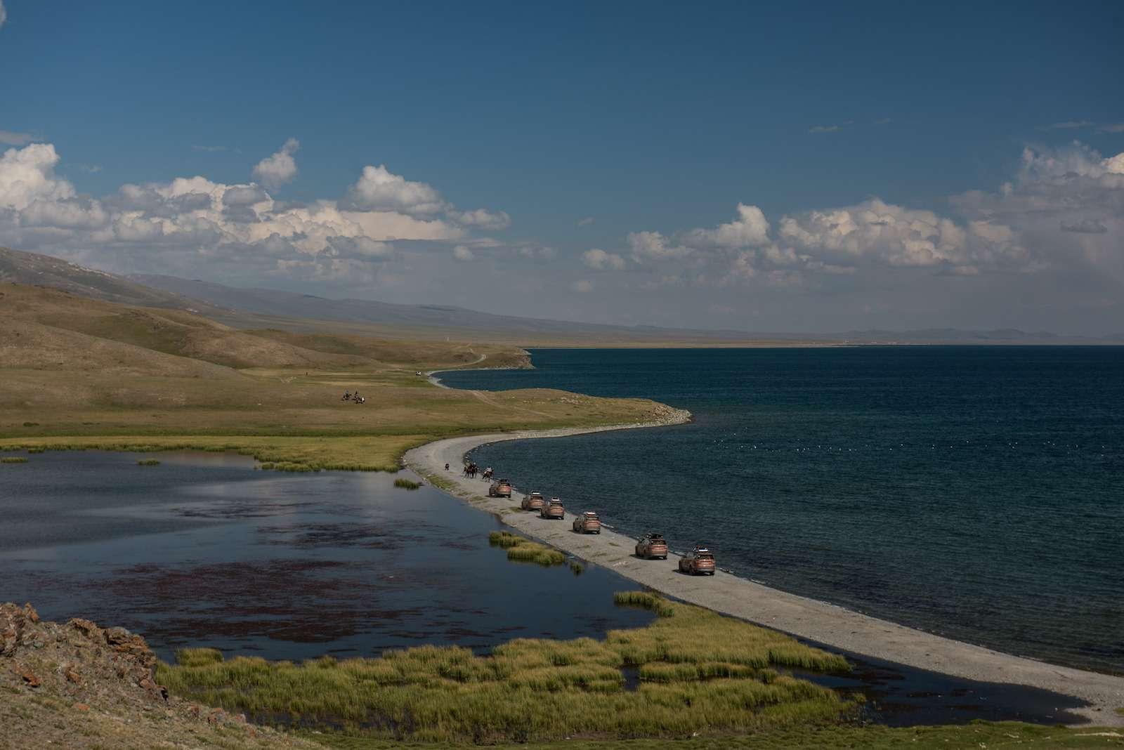 НаLand Rover Discovery встрану гор идвух тысяч озер— фото 902979