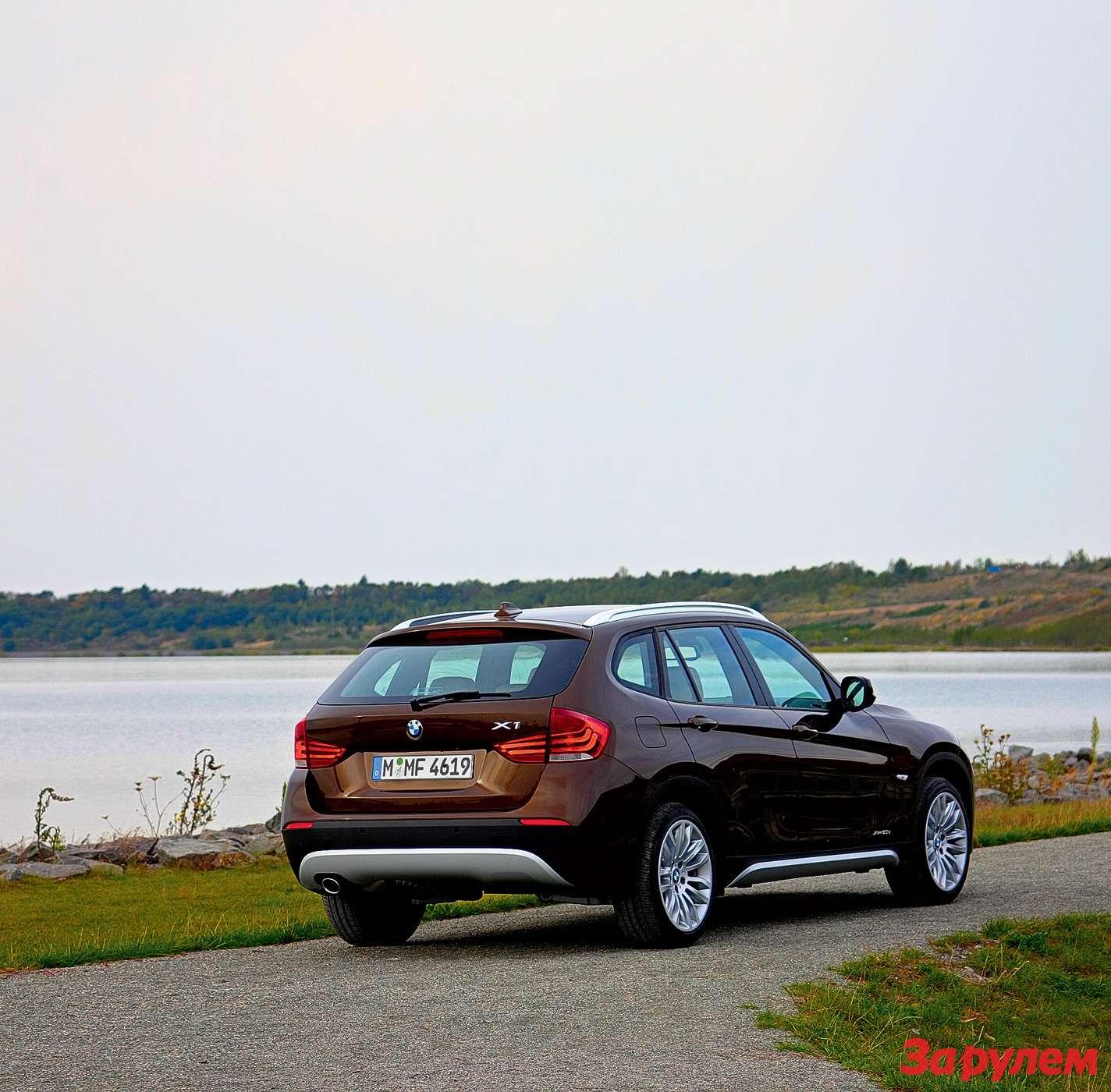 Автомобиль висполнении XLine отличается серебристыми вставками вбамперах инапорогах, атакже релингами накрыше.