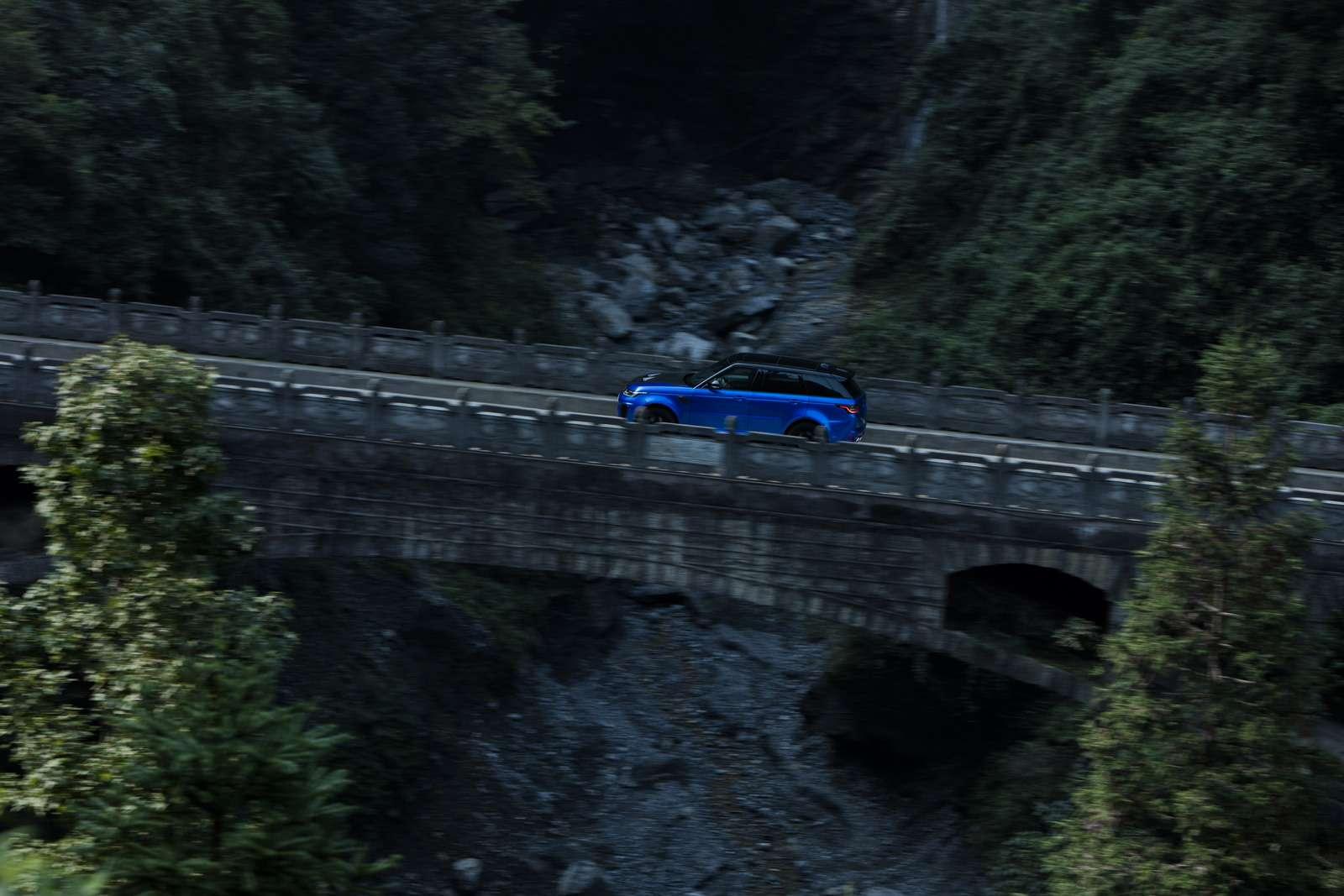 Range Rover Sport SVR оказался быстрее Ferrari нагорной дороге— фото 853307