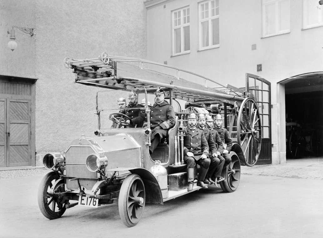Пожарная автолестница Scania-Vabis— такие закупались втом числе иРоссией, 1912г.