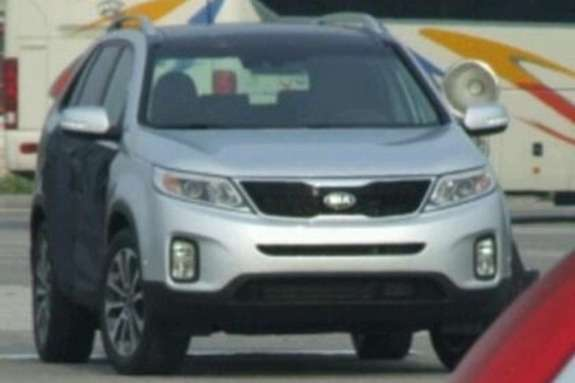 Facelifted Kia Sorento without guise front view
