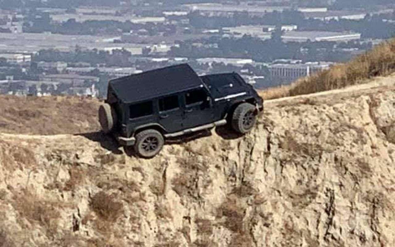 Чем круче джип, тем... Этот Jeep застрял на скале - фото 1169980