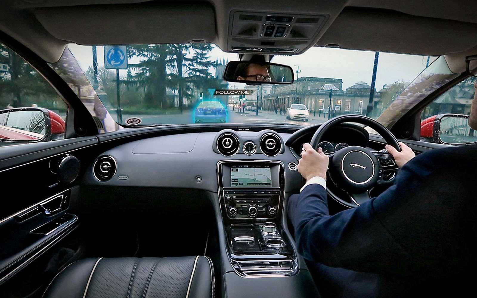 Прозрачные стойки кузова Jaguar.