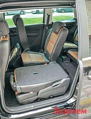 Третий ряд также складывается, увеличивая объем багажника до1167л при загрузке допотолка.