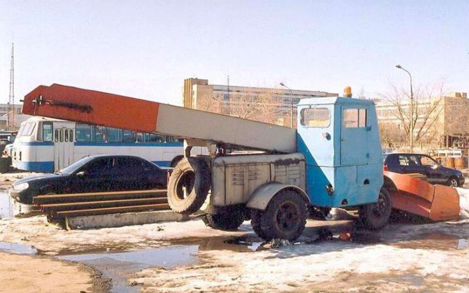 Наколесах игусеницах: Ягуар набазе УАЗа, ГАЗ-51— «золотые ручки», царь-танк— фото 705741