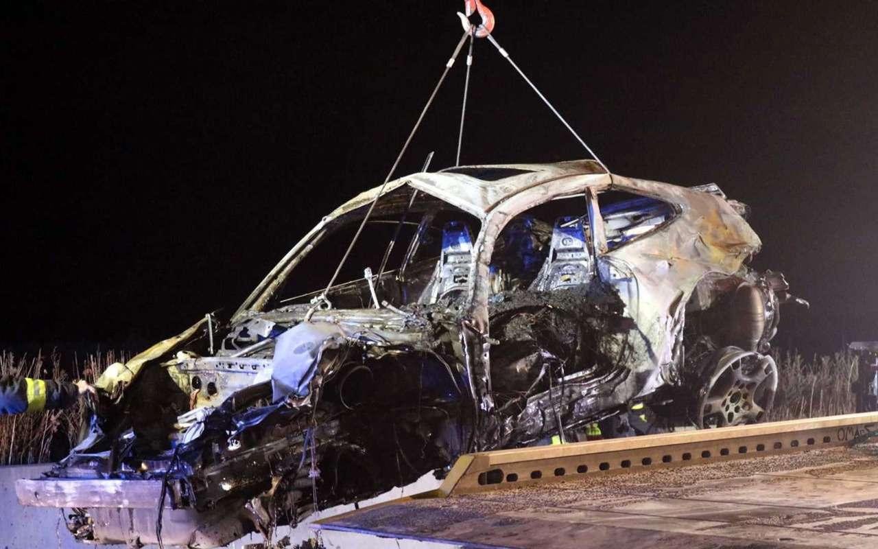 Porsche 911 сгорел дотла посреди дороги— фото 922299