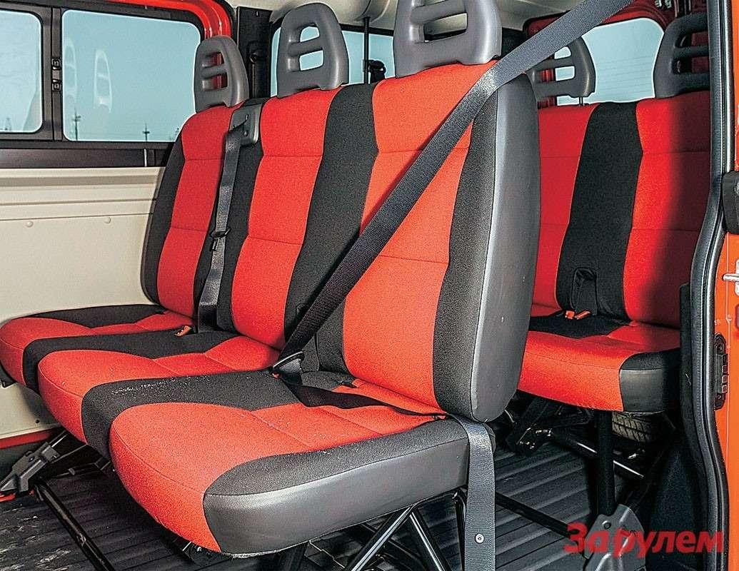 Левая сдвижная дверь— опция для«Фиата-Дукато Комби». Ноееможно заказать втом числе исосредней крышей. Третий ряд сидений заказной.