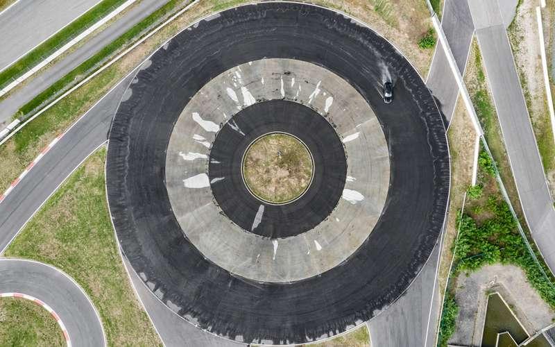 Установлен мировой рекорд дрифта— почти час