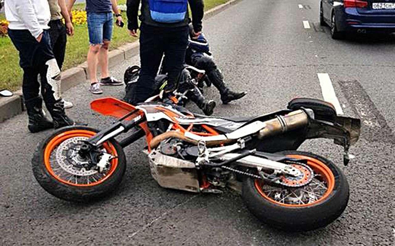 «Онврезался вменя!»— депутат попал вДТП смотоциклистом