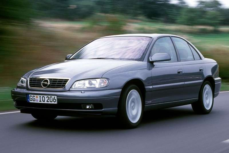 Opel Omega side-front view