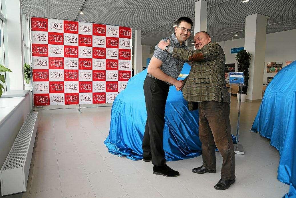 Алексея Гранина поздравил спобедой Виктор Фомин (Зарулем— Регион)_no_copyright