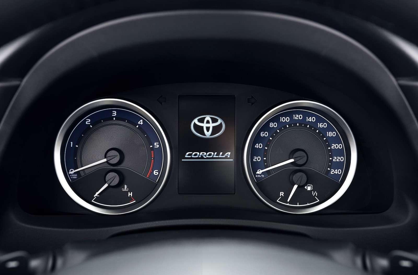 Toyota представила обновленный седан Corolla— фото 599040