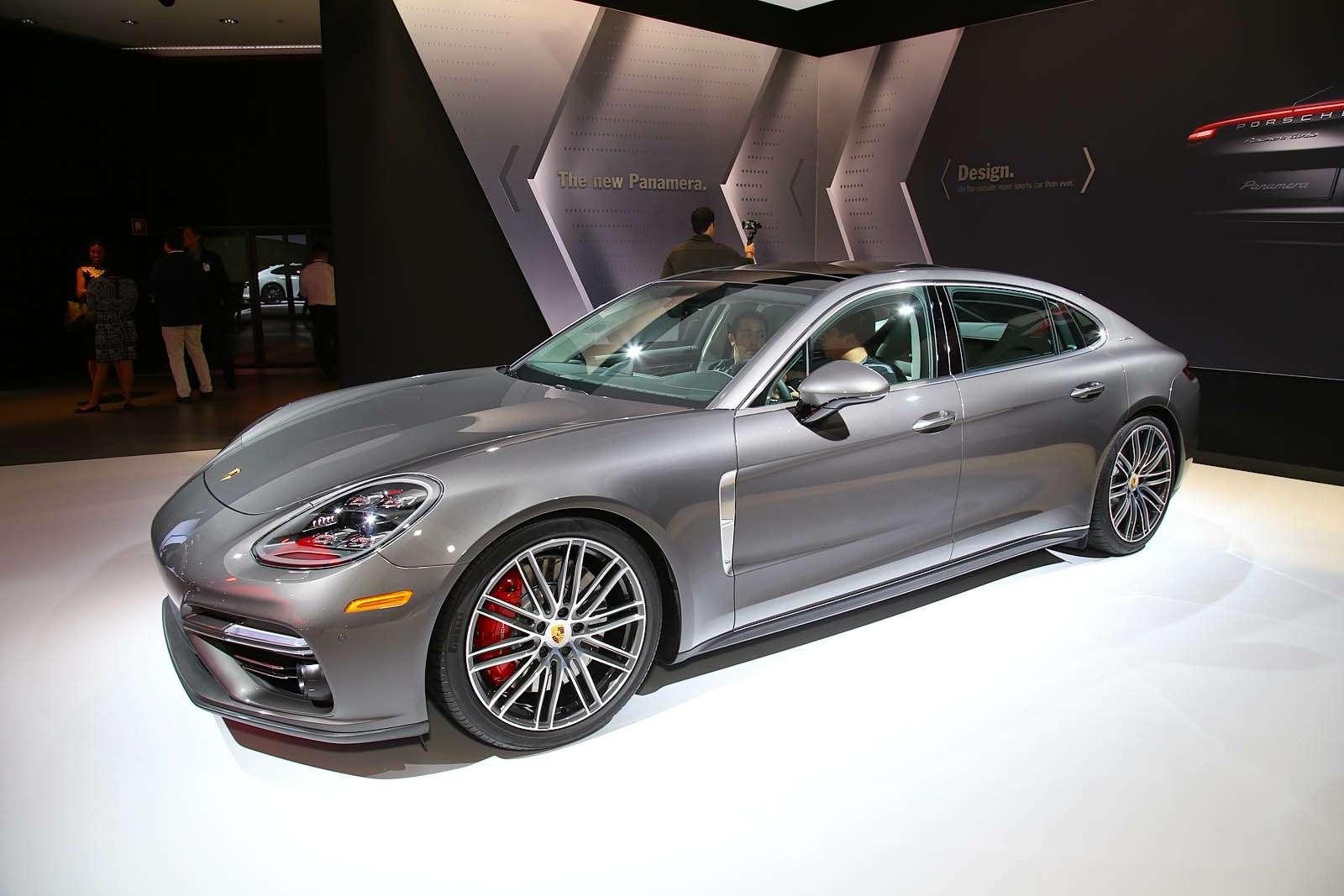 Быстрая немецкая «такса»: длиннобазная Porsche Panamera приехала вЛос-Анджелес— фото 665240