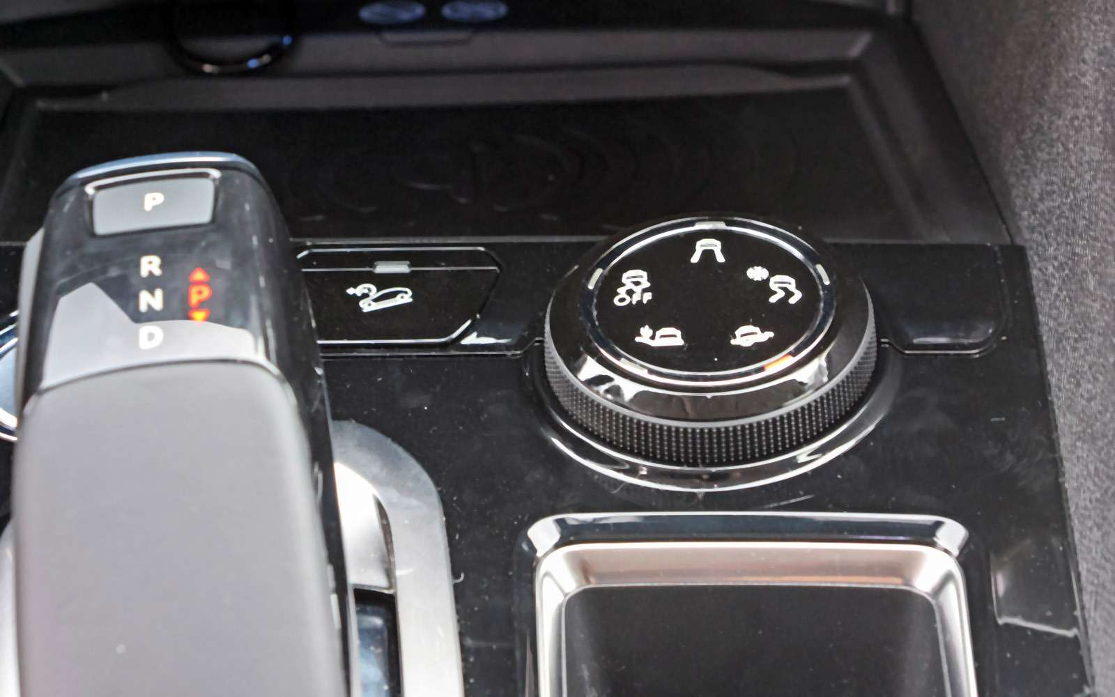 Новый Peugeot 5008: всемером попаркету— фото 736353