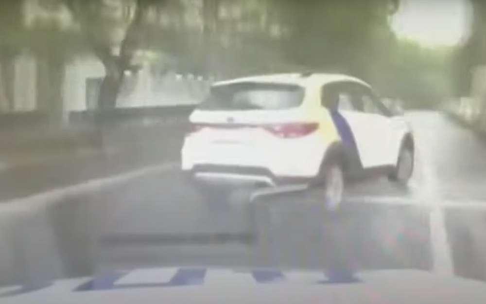 Полиции пришлось стрелять вавтомобиль каршеринга (видео)